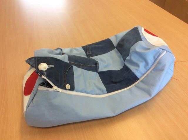 sy slitstark väska i jeanstyg